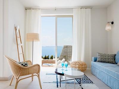 Villa aux couleurs typiquement grecques à l'Eagles Villas en Grèce