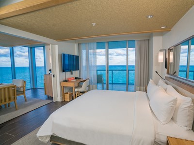 One or Two Bedroom Suite Oceanfront de l'Eden Roc