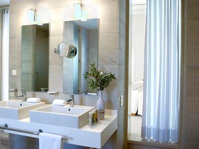 La salle de bain d'une chambre de l'hôtel