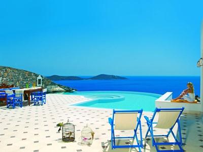 La piscine de l'Imperial Spa Villa de l'Elounda Gulf Villas