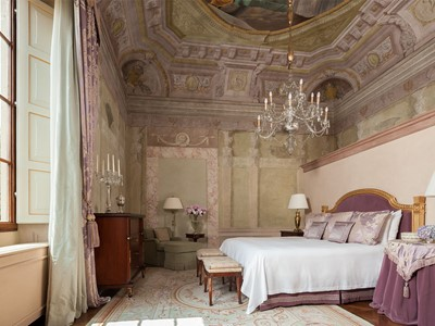 Frescoed Executive Suite donnant vue sur le Giardino del Borgo