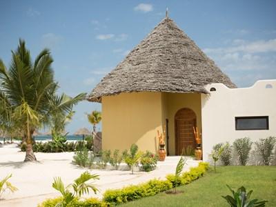 La Luxury Beach Villa,  un villa pose sur la plage