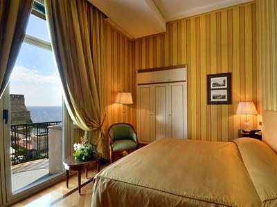 Chambre Deluxe Seaview de l'hôtel Grand Hotel Vesuvio