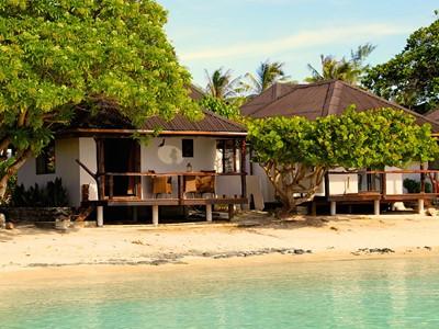 Vue des bungalows de l'hôtel Havaiki Lodge Fakarava en Polynésie
