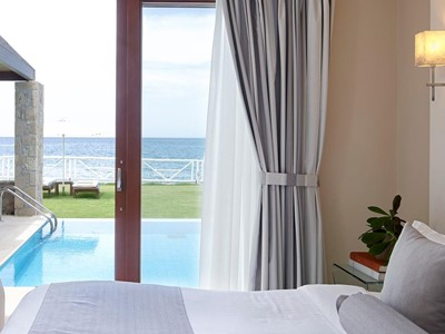 Suite Seafront with Private Pool