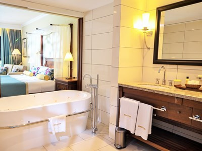 La salle de bain de la chambre Deluxe Plus