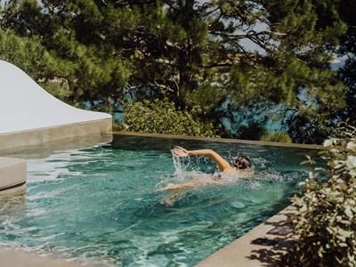 La superbe piscine de la Two Bedroom Maisonette