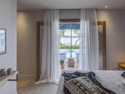 2 Bedroom Sea Front Villa Private Pool