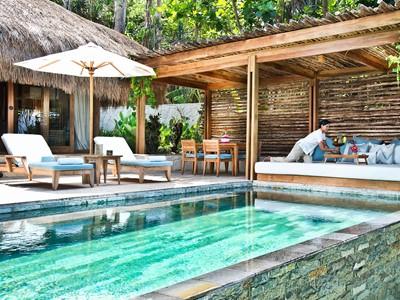 La superbe piscine de la Marangga Villa