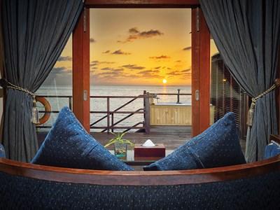 Sunset Jacuzzi® Water Villa