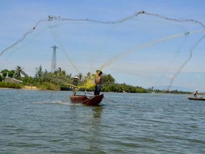 Initiation à la pêche dans les barques paniers
