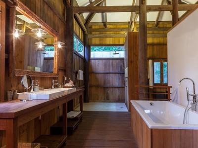 Salle de bain d'une des maisons