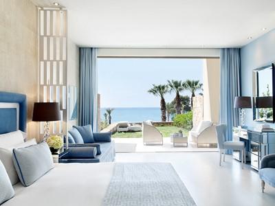 Junior Suite Private Garden Sea View du Sani Club