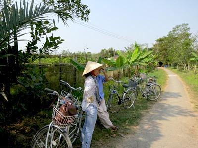 Découvrez le village de Tra Que en vélo