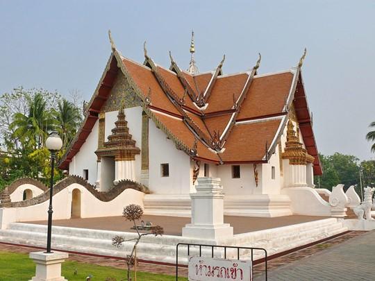 Visite du Wat Phumin et ses peintures murales à Nan