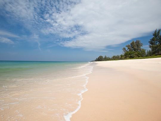 Natai Beach, la superbe plage bordant l'hôtel