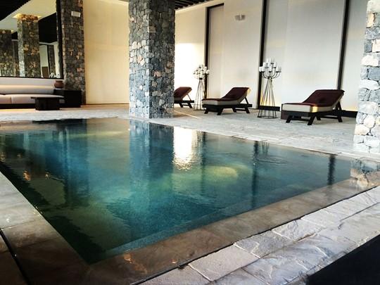 La piscine interne de l'hôtel Alila Jabal Akhdar