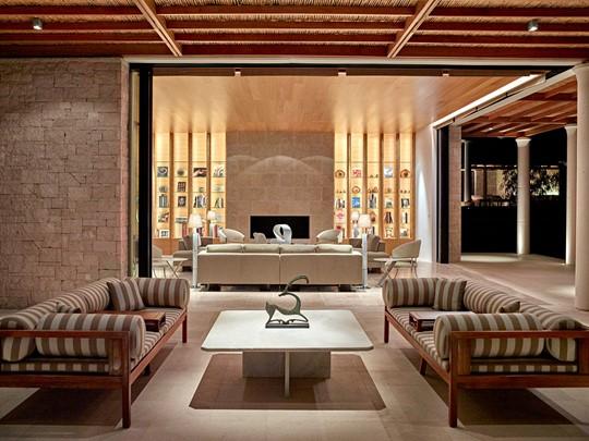 Le salon de la 9 Bedroom Villa de l'Amanzoé en Grèce