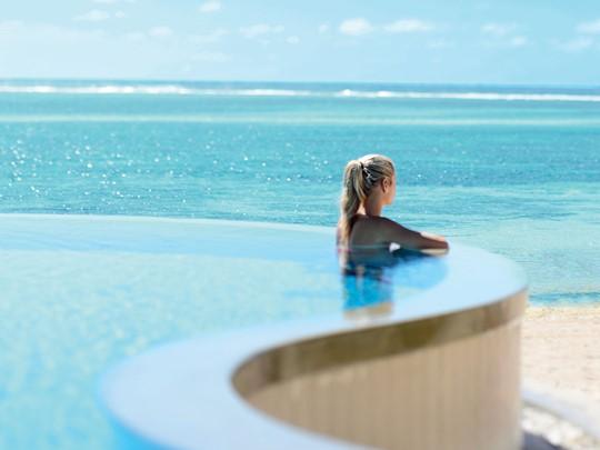 Profitez d'une vue sur l'océan depuis la piscine