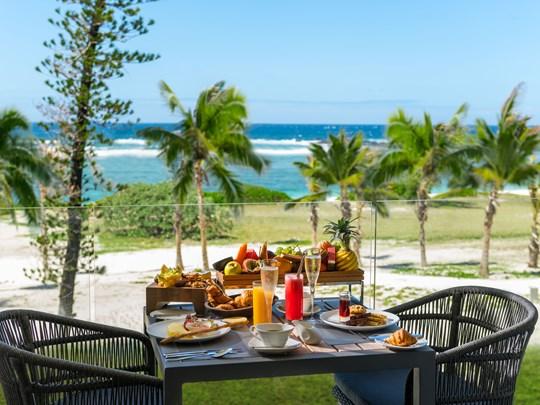 Petit déjeuner face à l'océan