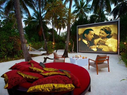 Le cinéma en plein air de l'hôtel