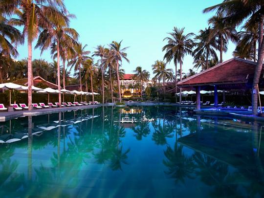La superbe piscine de l'Anantara Mui Ne au Vietnam