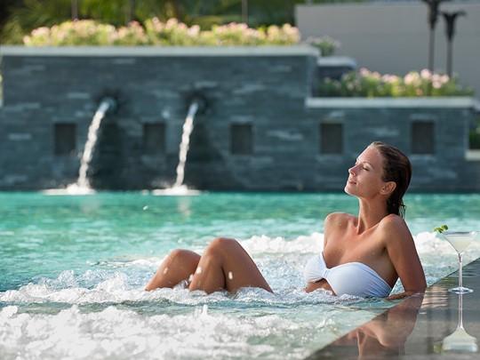 La piscine de l'hôtel Anantara Phuket Layan en Thailande