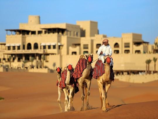 Balade à dos de chameau à l'hôtel Anantara