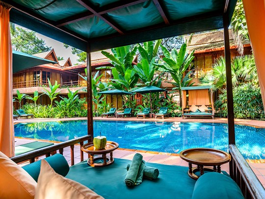 Autre vue de la piscine de l'Angkor Village Hotel