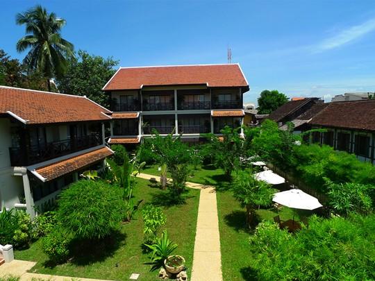 Jardin de l'hôtel Ansara à Vientiane