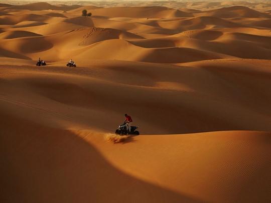 Activité au coeur du désert d'Abu Dhabi à l'Arabian Nights Village
