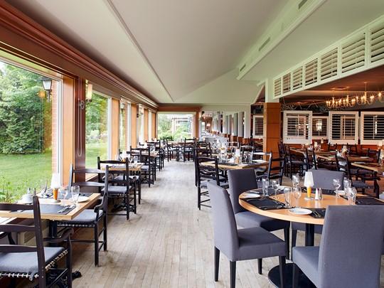La salle à manger de l'Auberge du Lac-à-l'Eau-Claire