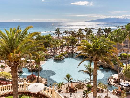 La piscine du Bahia Del Duque, le meilleur hôtel des Canaries