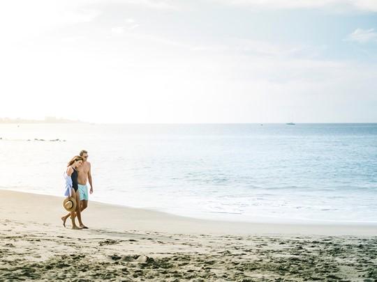 Balade sur la plage du Bahia Del Duque aux Canaries