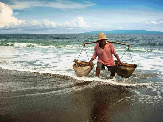 Visite du petit village de pêcheurs de Kusamba connu pour la récolte du sel