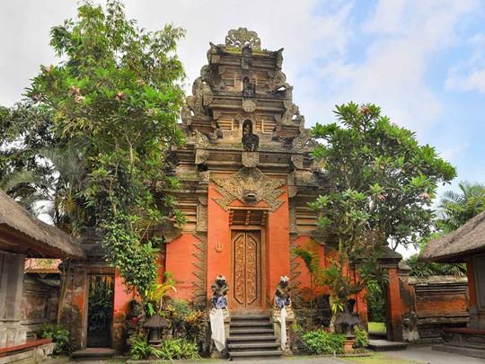 Vous apprécirez la finesse de l'architecture traditionnelle du Puri Saren Agung