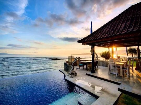 Découvrez le Puri Bagus Candidasa, un hôtel de charme à taille humaine au bord d'une superbe plage