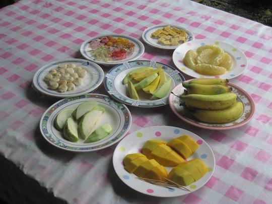 Découvrez les spécialités locales entre fruits frais et biscuits