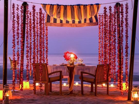 Dîner romantique sur le sable doré des plages de Phuket