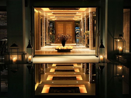 L'entrée de votre hôtel de charme, Riva Surya à Bangkok