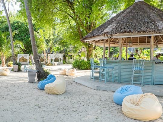 Détendez-vous au Beach Club de l'hôtel Paradise Koh Yao
