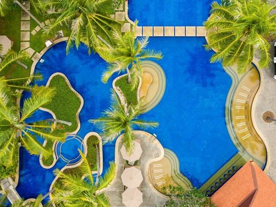 Vue de la superbe piscine