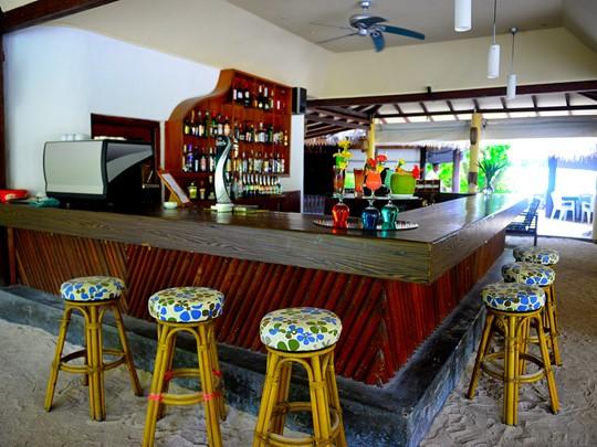 Sirotez de délicieux cocktails au Coconut Bar