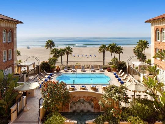 Vue de l'hôtel Casa Del Mare situé dans la baie de Santa Monica