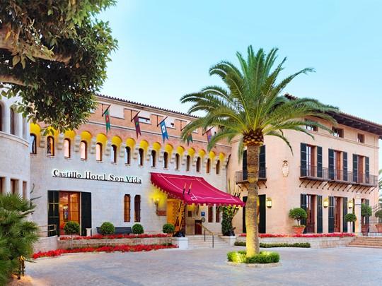 Façade de l'hôtel Castillo situé sur les hauteurs de Palma