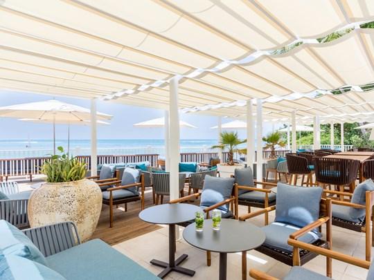 Délicieux cocktails à l'Allamanda Beach Lounge