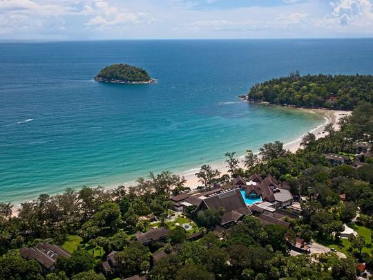 Vue aérienne du Club Med Phuket, situé sur la baie de Kata
