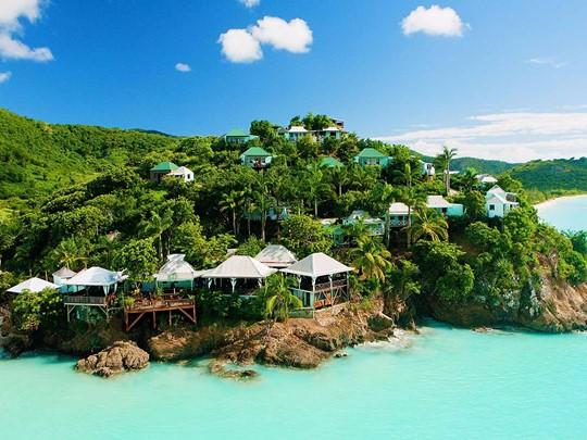 Vue du Cocos Hotel Antigua, disséminé sur une colline luxuriante