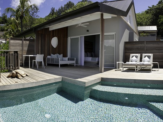 Ocean View Pool Chalet Decking, Carana Beach Hôtel