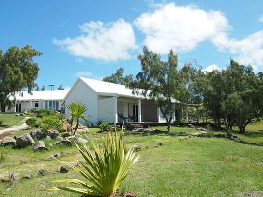L'hôtel Bakwa Lodge et ses espaces verdoyants